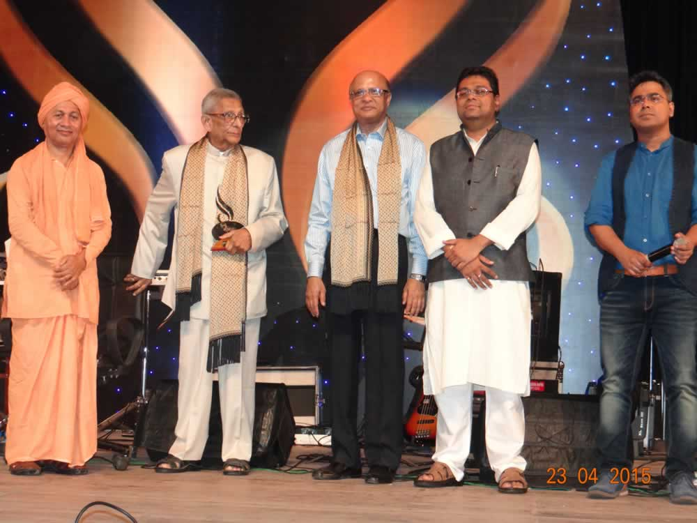 Dr. Prasanta Banerji received the Suthol Pathikrit Samman 2015