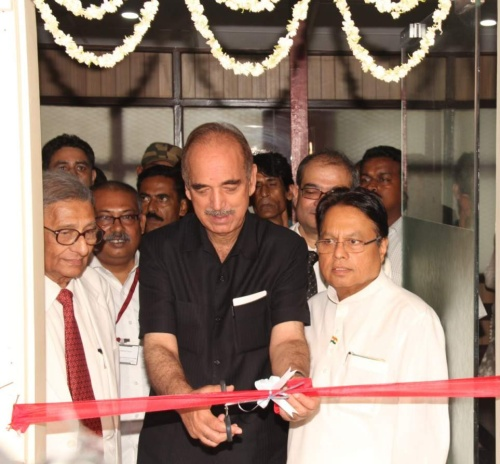 Sri Ghulam Nabi Azad inaugurates the renovated clinic