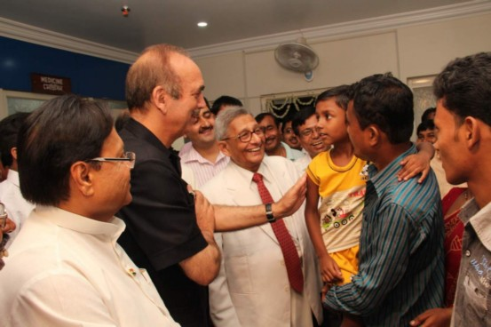 Sri Ghulam Nabi Azad met Cancer survival patients who has been treated with on the Banerji Protocols